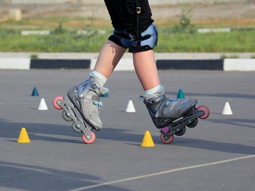 slalom-cone-skating-11493542-500x375
